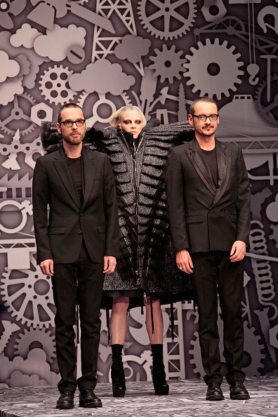 Julien M「Viktor & Rolf - PFW - Ready To Wear - Fall/Winter 2011 - Show」:写真・画像(5)[壁紙.com]