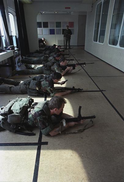 Passenger Craft「Soldiers Train On QE2」:写真・画像(17)[壁紙.com]