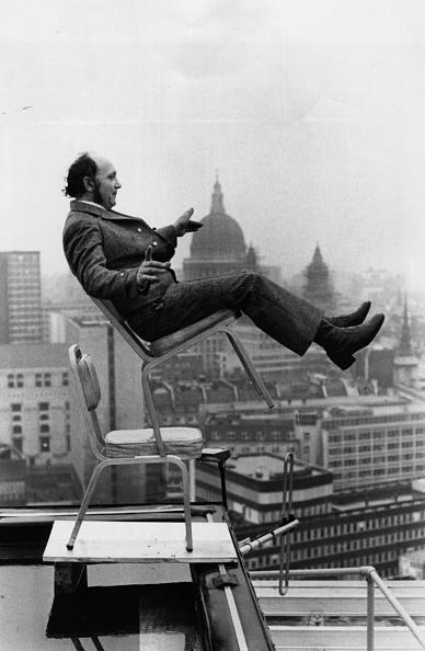 Balance「Balancing On Roof」:写真・画像(0)[壁紙.com]