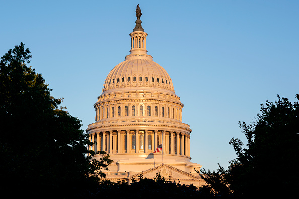 Capitol Hill「Flags Lowered to Half Staff to Honor Supreme Court Justice Ruth Bader Ginsburg」:写真・画像(1)[壁紙.com]