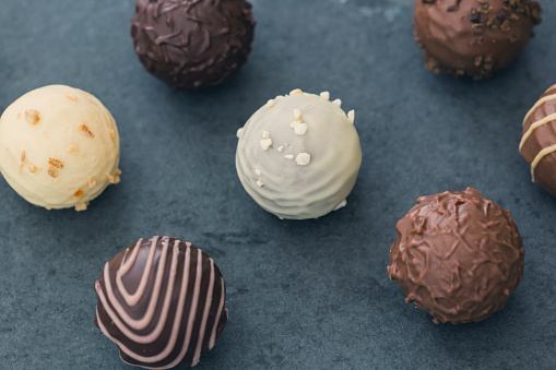 Praline「Various chocolate truffles」:スマホ壁紙(16)
