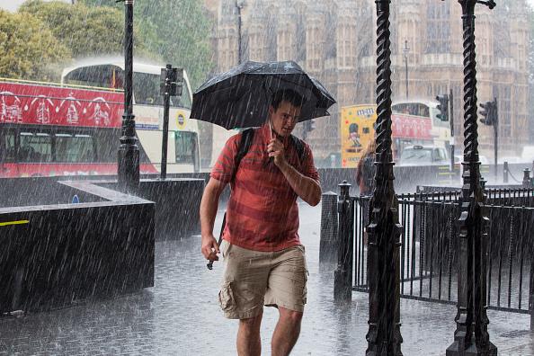 Torrential Rain「Second Day Of Torrential Rain Drowns London」:写真・画像(1)[壁紙.com]
