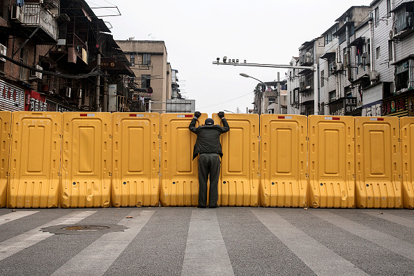 Men「Wuhan Works To Contain Spread Of Coronavirus」:写真・画像(11)[壁紙.com]