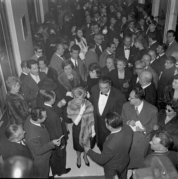 Movie Theater「Film director Federico Fellini at the 'Cinema Fiamma' for the premiere of 'La Dolce Vita' with his wife and actress Giulietta Masina, Rome 1960」:写真・画像(0)[壁紙.com]