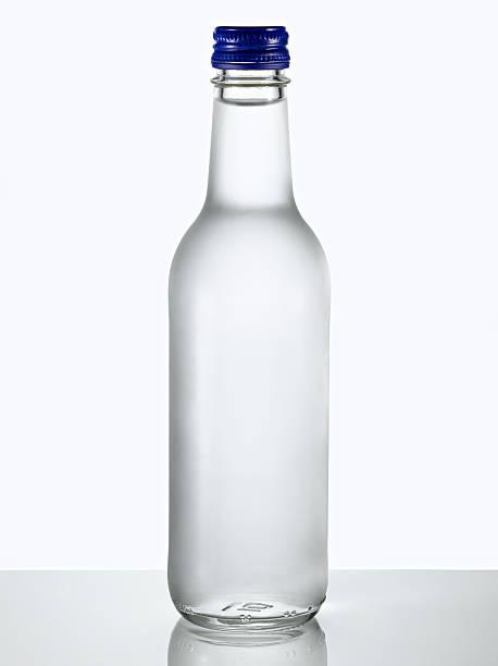 Glass bottle of water.:スマホ壁紙(壁紙.com)