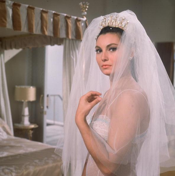 Wedding Dress「What Film Is This?」:写真・画像(7)[壁紙.com]