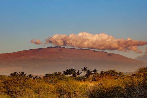 Lava Plain「mauna kea volcano under beautiful cloud, hawaii islands」:スマホ壁紙(19)
