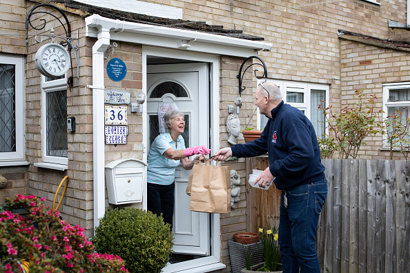 UK「Volunteer Group Delivers Food To The Over Seventies During The Coronavirus Pandemic」:写真・画像(11)[壁紙.com]