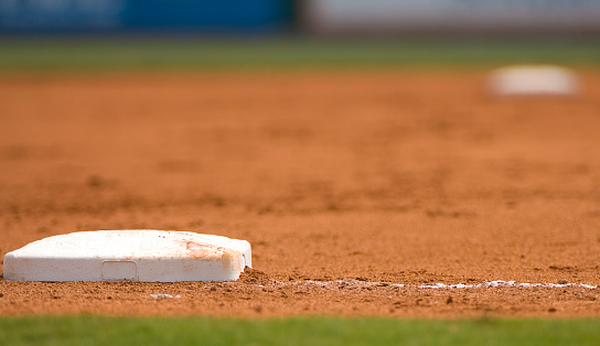 Sports League「Ground level view of a base on the baseball field」:スマホ壁紙(4)