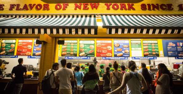 Nathan Burton「New Yorkers Hit Coney Island Beach On The Last Week Of Summer」:写真・画像(7)[壁紙.com]
