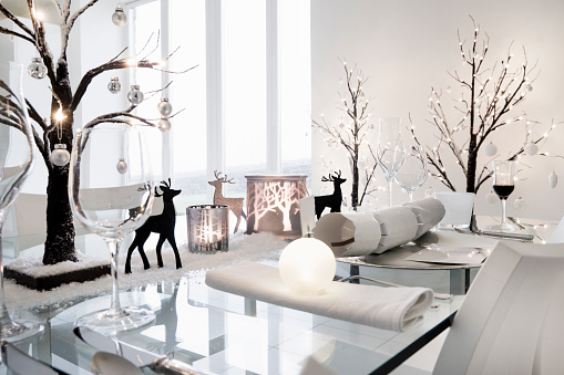 Christmas Decoration「Dining table decorated in a winter seasonal theme」:スマホ壁紙(5)