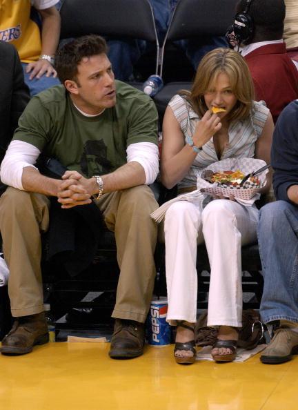 Eating「Celebrities Attend Lakers Game In Los Angeles」:写真・画像(12)[壁紙.com]