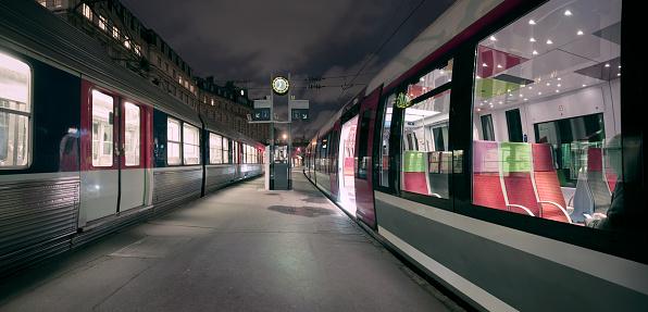 France「Dawn at Gare Saint Lazare in Paris, France」:スマホ壁紙(1)