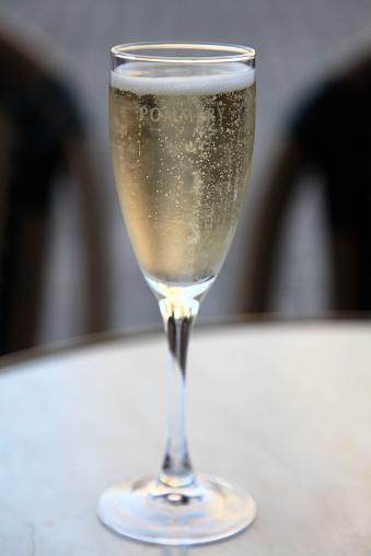 St「A glass of Champagne」:スマホ壁紙(9)