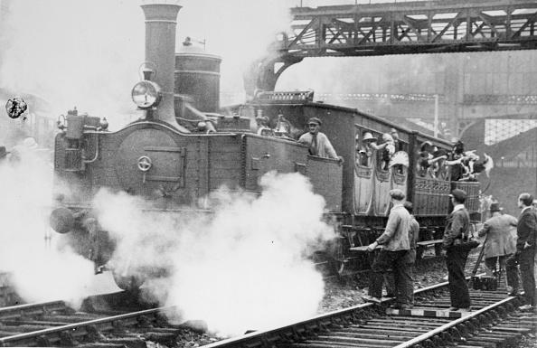 Finance and Economy「Steam Train」:写真・画像(2)[壁紙.com]