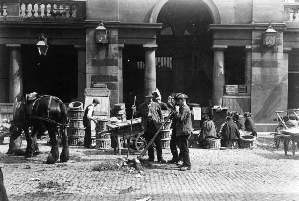 1900-1909「Cleaning Up」:写真・画像(1)[壁紙.com]