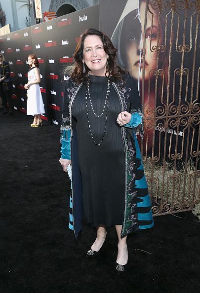 "Mann Theaters「Premiere Of Hulu's ""The Handmaid's Tale"" Season 2 - Red Carpet」:写真・画像(5)[壁紙.com]"