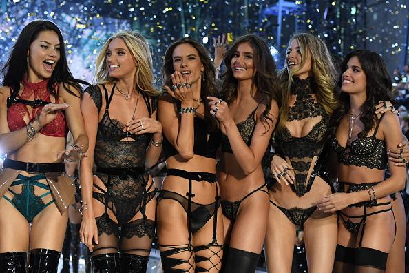 Victoria's Secret「2016 Victoria's Secret Fashion Show in Paris - Show」:写真・画像(4)[壁紙.com]