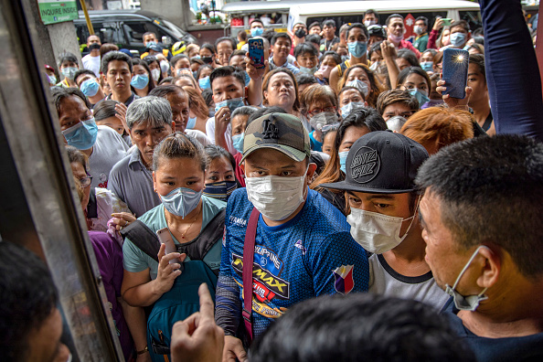 Crowd of People「China's Wuhan Coronavirus Spreads To The Philippines」:写真・画像(12)[壁紙.com]