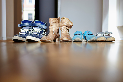 Shoe「Row of shoes of a family」:スマホ壁紙(17)