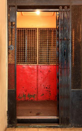 Rusty「Old elevator」:スマホ壁紙(3)