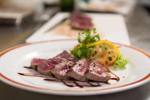 Selective Focus「Expensive steak dinner」:スマホ壁紙(11)