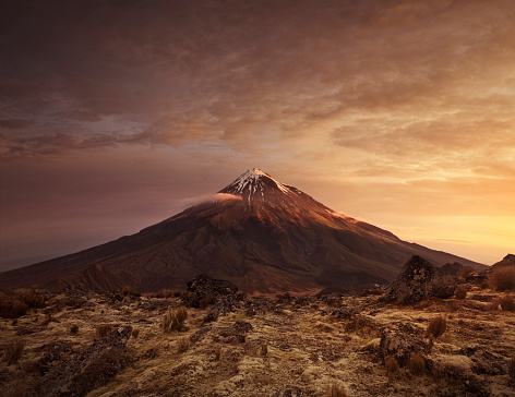 Volcano「Mountain at sunset with foreground plateau」:スマホ壁紙(1)