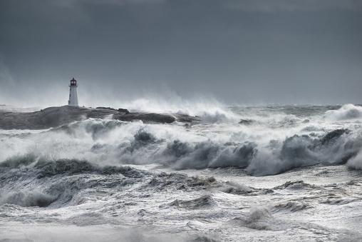 Extreme Weather「Turbulent ocean lighthouse」:スマホ壁紙(1)