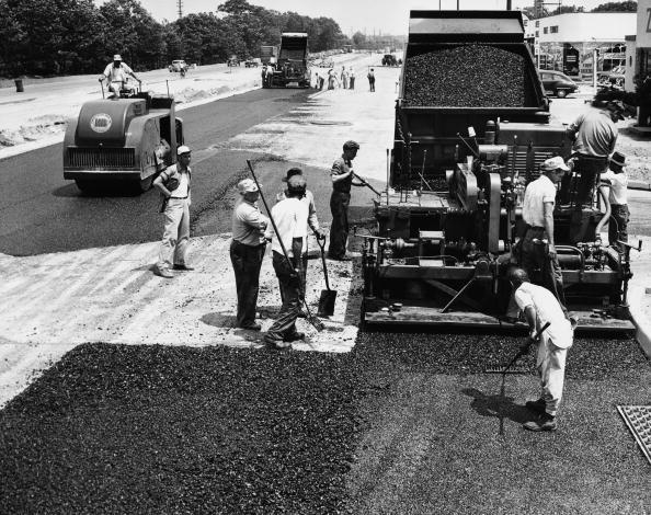 Behind「Road construction」:写真・画像(10)[壁紙.com]