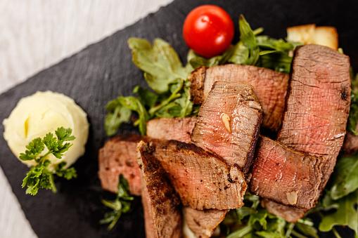 Barbecue Beef「Delicious Tagliata Steak on black stone board」:スマホ壁紙(7)