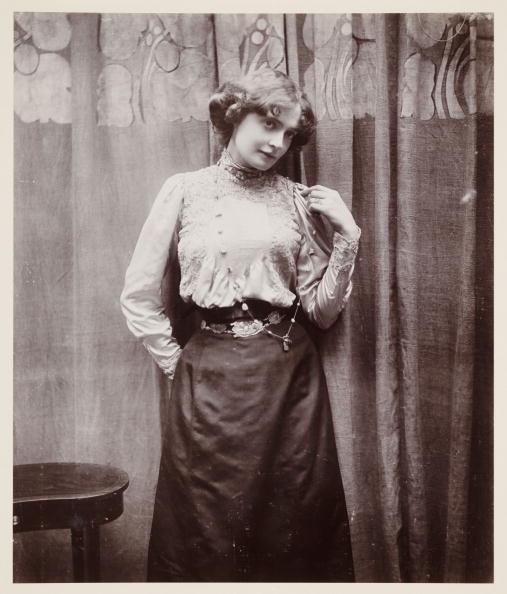 Edwardian Style「Edwardian portrait, woman in a lace blouse.」:写真・画像(2)[壁紙.com]