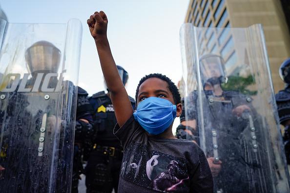 Child「Atlanta Protest Held In Response To Police Custody Death Of Minneapolis Man George Floyd」:写真・画像(3)[壁紙.com]
