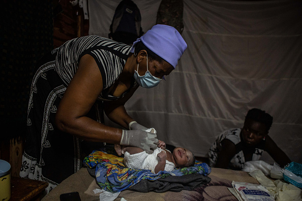 Delivery Room「Zimbabwe's Midwives Deliver As Covid-19 Strains Healthcare」:写真・画像(4)[壁紙.com]