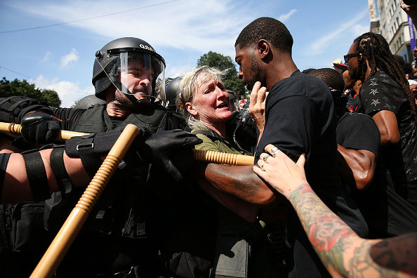 Riot Police「Solidarity With Charlottesville Rallies Are Held Across The Country, In Wake Of Death After Alt Right Rally Last Week」:写真・画像(17)[壁紙.com]