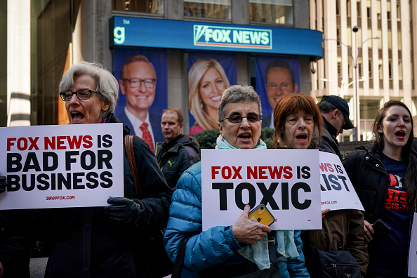 Fox Photos「Protesters Call On Advertisers To Pull Their Ads From Fox News」:写真・画像(13)[壁紙.com]