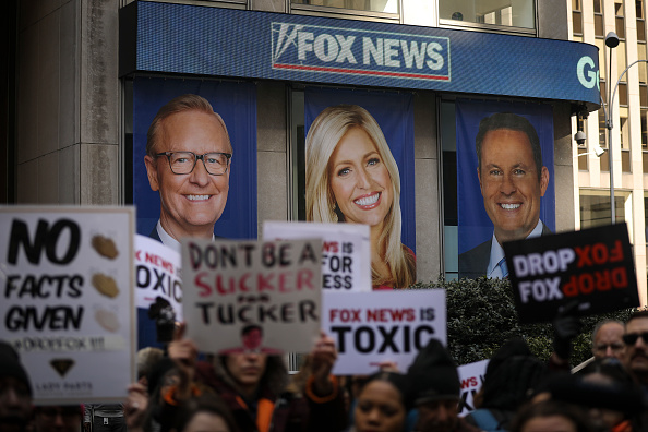 Fox Photos「Protesters Call On Advertisers To Pull Their Ads From Fox News」:写真・画像(4)[壁紙.com]