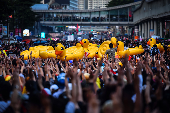 Politics「Protesters Gather At Ratchaprasong Intersection In Central Bangkok」:写真・画像(13)[壁紙.com]