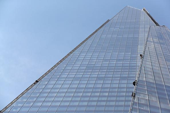 Shard London Bridge「Greenpeace Protesters Climb Up The Shard」:写真・画像(5)[壁紙.com]