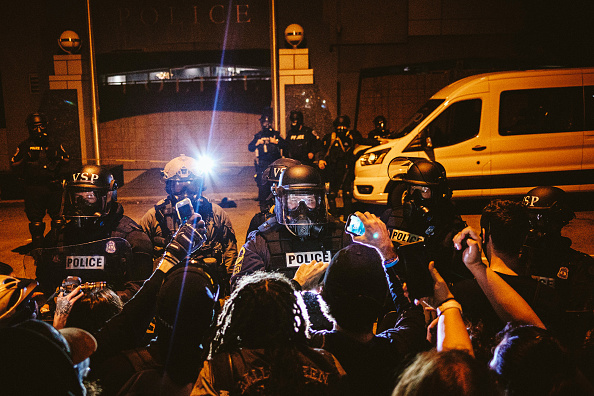 Surrounding「Protests Continue Across The Country In Reaction To Death Of George Floyd」:写真・画像(6)[壁紙.com]
