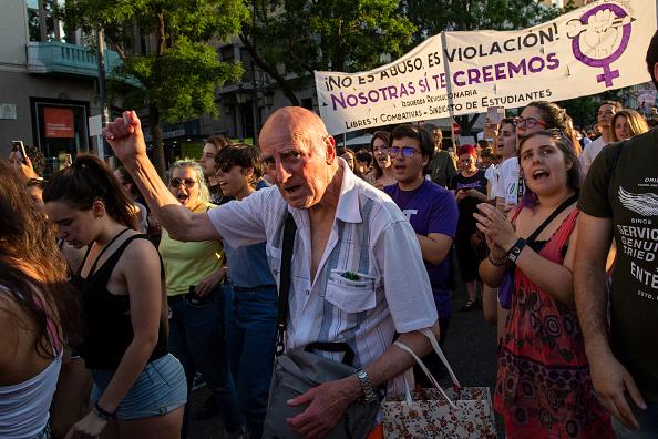 Pablo Blazquez Dominguez「Demonstration Against The Release On Bail Of San Fermin Festival's Rape Gang Members」:写真・画像(7)[壁紙.com]