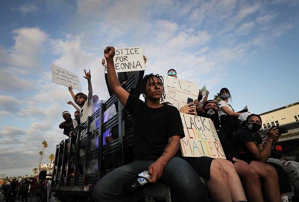 平穏「Anti-Racism Protests Held In U.S. Cities Nationwide」:写真・画像(7)[壁紙.com]