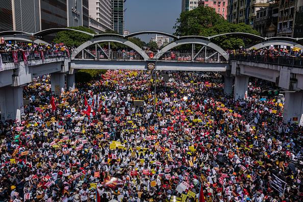 Activity「Protests Continue Despite Military Vehicles Presence」:写真・画像(19)[壁紙.com]