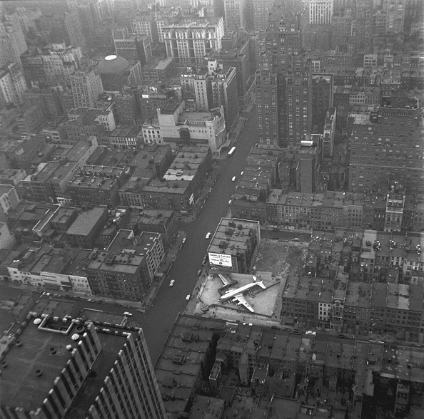 Flagship Store「Airplane On Top Of Building」:写真・画像(6)[壁紙.com]