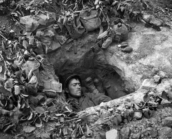 World War II「Asleep In A Trench」:写真・画像(9)[壁紙.com]