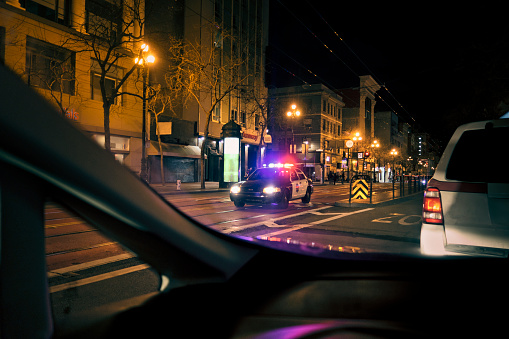 Emergency Services Occupation「Police car with emergency lights on in downtown district」:スマホ壁紙(18)