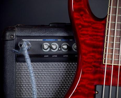 Bass Instrument「Bass Guitar and Amplifier」:スマホ壁紙(15)