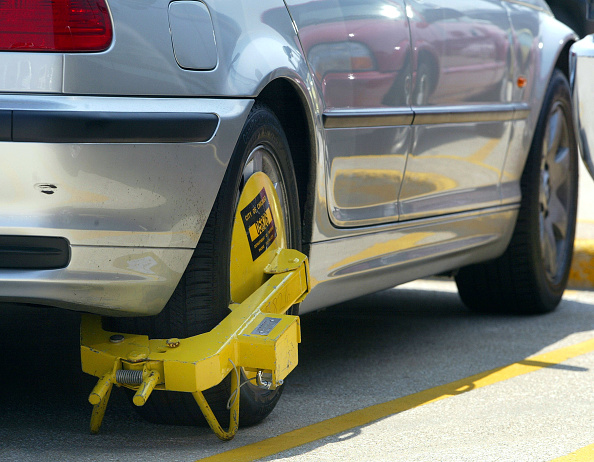 Parking Lot「Parking Ticket Scofflaws in Chicago」:写真・画像(3)[壁紙.com]