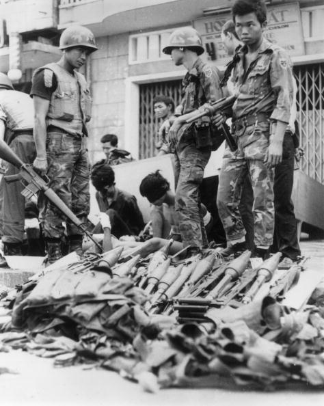 Surrendering「Viet Cong POW」:写真・画像(13)[壁紙.com]
