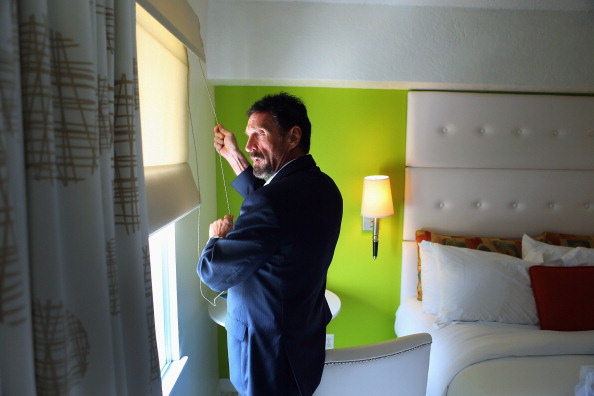 Curtain「Anti-Virus Software Magnate John McAfee Back In U.S. After Fleeing Belize For Guatemala」:写真・画像(9)[壁紙.com]