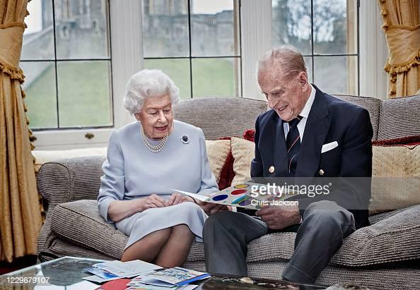 Anniversary「Queen & Duke Of Edinburgh 73rd Wedding Anniversary Official Portrait」:写真・画像(0)[壁紙.com]